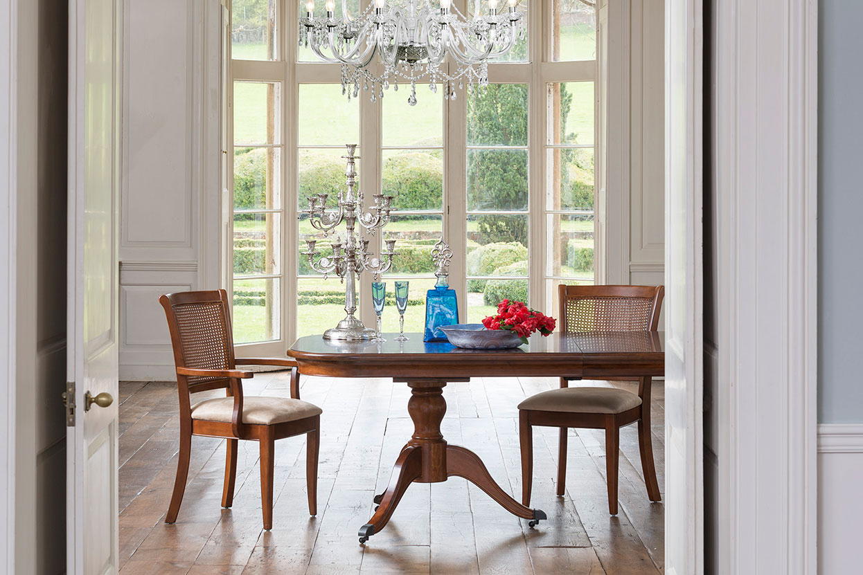 Lille 4-6 Seater Pedestal Table
